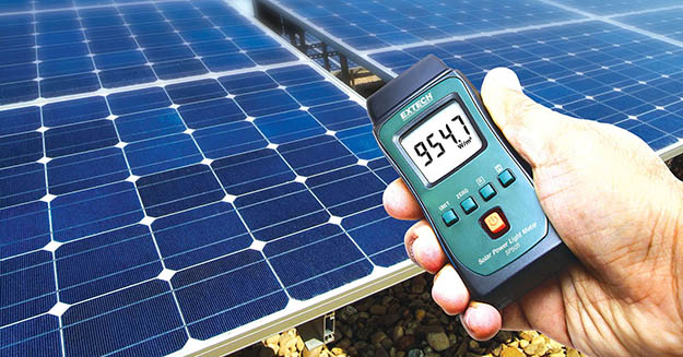 Ultraviolet solar radiation measurement device